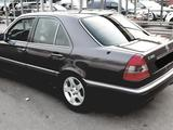 Mercedes-Benz C 180 1993 года за 6 800 у.е. в Namangan