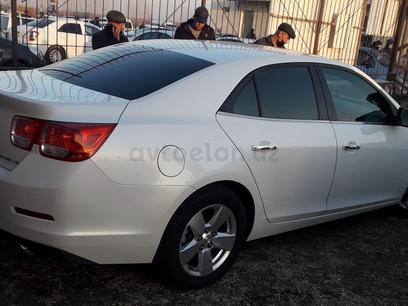 Chevrolet Malibu, 1 pozitsiya 2015 года за 15 000 у.е. в Navoiy – фото 4