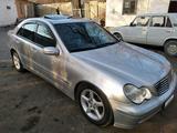 Mercedes-Benz C 200 2001 года за 11 000 у.е. в Farg'ona