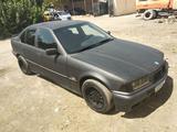 BMW 316 1993 года за 5 000 у.е. в Andijon