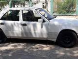 Mercedes-Benz E 300 1996 года за 5 800 у.е. в Zarafshon