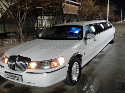 Lincoln Town Car 2000 года за 7 000 y.e. в Ургенч