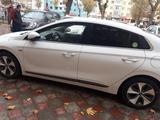 Hyundai Ioniq 2018 года за 25 000 у.е. в Samarqand