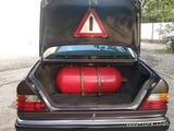 Mercedes-Benz E 230 1992 года за 4 500 у.е. в Yangiyer