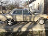 Mercedes-Benz 190 1982 года за 1 000 у.е. в Navoiy