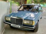 Mercedes-Benz E 200 1982 года за 5 000 y.e. в Гулистан